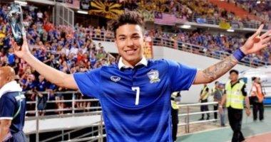 Hot boy tuyển Thái Lan làm chao đảo hàng trăm nghìn fan nữ