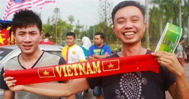 CĐV Việt tại Malaysia xếp hàng mua vé tiếp lửa cho thầy trò Miura