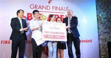 """Sinh viên đại học Quốc tế giành chiến thắng cuộc thi """"Hùng biện tiếng Anh thương mại E-biz Arena"""""""