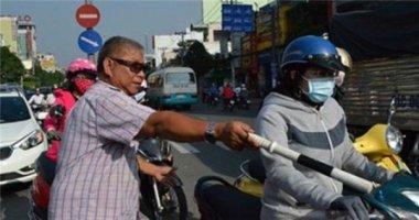 Người đàn ông 20 năm luôn xuất hiện ở những nơi kẹt xe giữa Sài Gòn