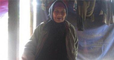 Nhói lòng mẹ già 88 tuổi nuôi con điên dại