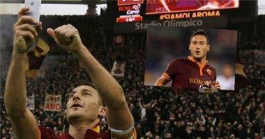 """Totti đối mặt hình phạt vì """"tự sướng"""" bằng iPhone 6"""