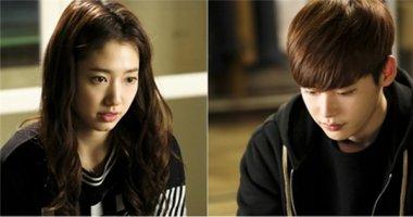 """Lee Jong Suk """"đau lòng"""" nhìn vết thương của Park Shin Hye"""