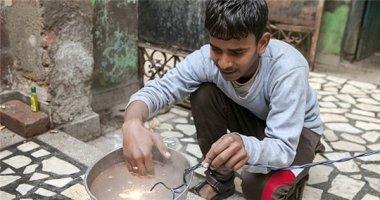 """""""Người điện"""" Ấn Độ chịu được dòng điện lên tới 11,000 volt"""