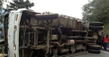 Lật xe tải gây tắc đường Lào Cai - Sapa