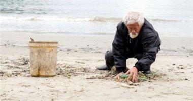 Cảm phục ông lão 70 tuổi nhặt rác ở biển Đà Nẵng