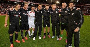 Suarez và Torres hội ngộ Gerrard ở Anfield