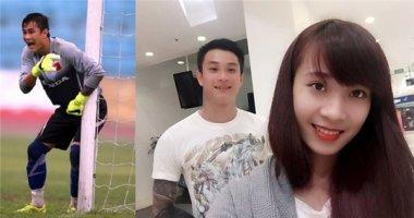 """Bạn gái xinh như """"hotgirl"""" lên sân bay đón thủ môn U23 Việt Nam trong đêm"""