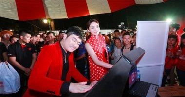 Hoa hậu Kỳ Duyên thưởng thức lễ hội cà phê gây sốt trong giới trẻ Hà Thành