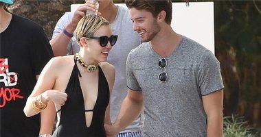 Patrick vẫn không muốn từ bỏ Miley Cyrus