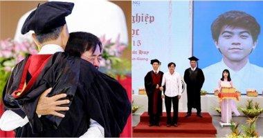 Nghẹn ngào với nỗi lòng của người cha nhận bằng tốt nghiệp thay con trai