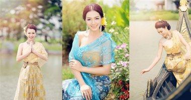 Thúy Hằng đọ dáng cùng Trương Tùng Lan trong trang phục truyền thống Thái Lan
