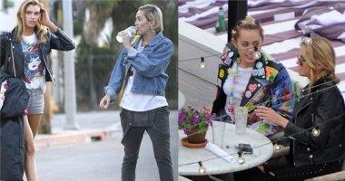 """Miley Cyrus cực kì """"ga-lăng"""" khi hẹn hò bạn gái"""