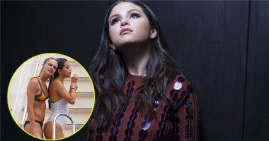 Selena Gomez thích bị đồn yêu đương đồng tính với siêu mẫu Cara