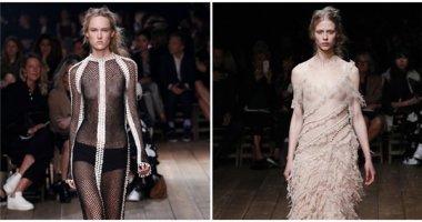 Người mẫu tiếp tục gây sốc khi để ngực trần trong show diễn Alexander McQueen
