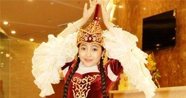 """""""Công chúa tóc mây"""" Hồng Minh xinh xắn trong trang phục búp bê Nga"""