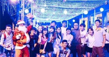 Giới trẻ thích thú với con đường Giáng sinh dài nhất TP. HCM