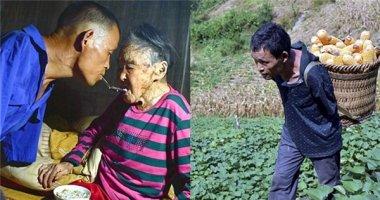 Cảm động người đàn ông không tay chăm sóc mẹ già