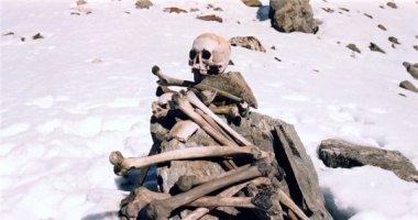 Rùng rợn hồ xương người Roopkund ở Ấn Độ