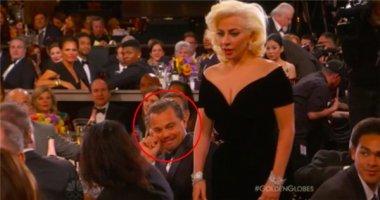 """Biểu cảm """"khó đỡ"""" của Leonardo khi Lady Gaga nhận giải Quả Cầu Vàng"""