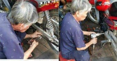 Nghẹn lòng cụ bà già yếu vẫn phải kiếm sống bằng nghề sửa xe