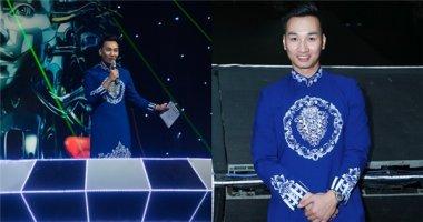 MC Thành Trung ở lại cuối chương trình nhặt rác phụ fan