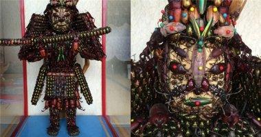 Hãi hùng 2 bức tượng làm từ hàng chục ngàn xác bọ chết