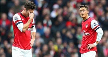 """""""Bệnh nặng"""" của Arsenal: Ozil làm, Giroud phá"""