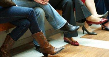 Ngồi bắt chéo chân và những tác hại đáng sợ bạn cần biết
