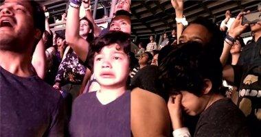 Cậu bé tự kỷ bật khóc xúc động khi nghe Coldplay hát