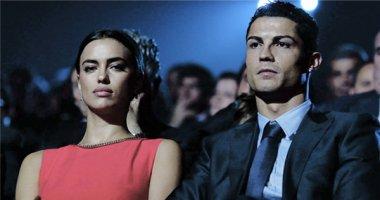 Ronaldo bỏ mặc bạn gái và không quan tâm đến tiền