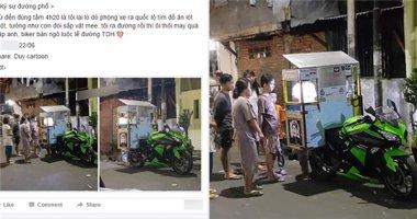 """""""Bóc mẽ"""" anh chàng đi mô tô bán hàng rong ở phố Trần Duy Hưng"""