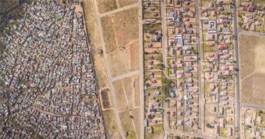 Nhìn ở góc này, mới thấy sự phân biệt giàu nghèo rõ rệt ở Châu Phi