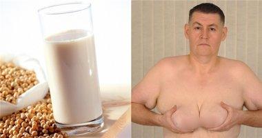 Người đàn ông ngực to như phụ nữ vì uống quá nhiều sữa đậu nành