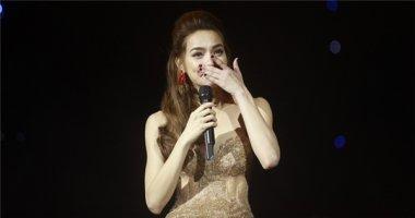 Hồ Ngọc Hà bật khóc nghẹn ngào trên sân khấu Love Songs