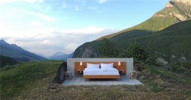 """Trải nghiệm """"khách sạn ngàn sao"""" nghĩa đen lẫn bóng trên núi Alps"""