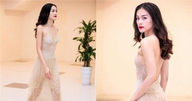 Lần đầu tiên, Hạ Vi lộ hàng loạt khuyết điểm với váy xuyên thấu