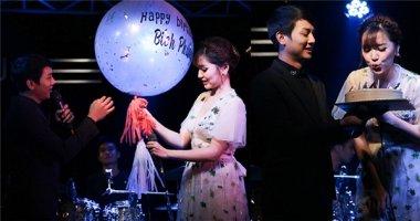 Bích Phương bối rối vì được Hoài Lâm chúc mừng tuổi mới trên sân khấu