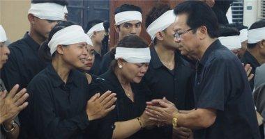 """Vợ """"lão nông Chu Văn Quềnh"""" khóc lạc giọng trong đám tang chồng"""
