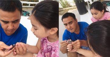 Thích thú hành động chăm sóc con thật đáng yêu của Quyền Linh