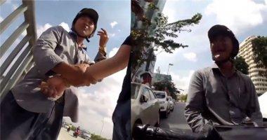 Bất ngờ hành động của chú xe ôm khi gặp nam thanh niên có ý định tự tử