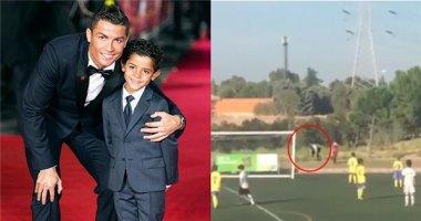 Chán làm tiền đạo, Ronaldo thử sức với vai trò người nhặt bóng