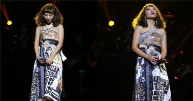 Hà Trần bật khóc nghẹn ngào khi hát về mẹ trên sân khấu