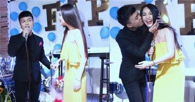 """""""Hot boy bolero"""" Khánh Hoàng ôm hôn thắm thiết Hiền Thục"""
