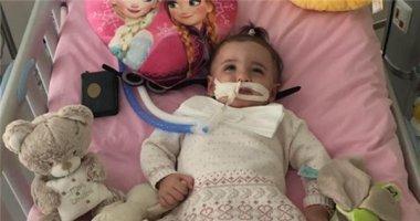 Kì tích em bé 1 tuổi tỉnh dậy khi bác sĩ chuẩn bị rút máy thở