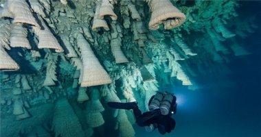 """Bí ẩn hang động ngập nước chứa đầy """"chuông địa ngục"""""""
