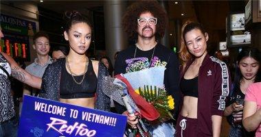 Hành động hiếu khách của Mai Ngô và Lilly Nguyễn khiến Redfoo cảm động