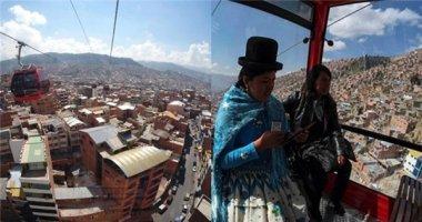 Vừa đi làm vừa ngắm cảnh với cáp treo tránh tắc đường tại Bolivia