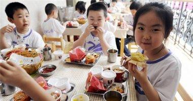 Trẻ thừa cân thì ăn rau luộc, trẻ thiếu cân được ăn thịt trứng