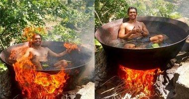"""""""Hết hồn"""" với cảnh tắm nước nóng như đang bị """"luộc"""" trên bếp lửa"""